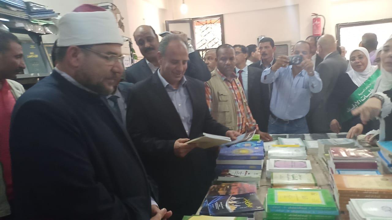 وزير الاوقاف والشباب والرياضة يفتتحان معرض الشئون الإسلامية بالإسكندرية (3)