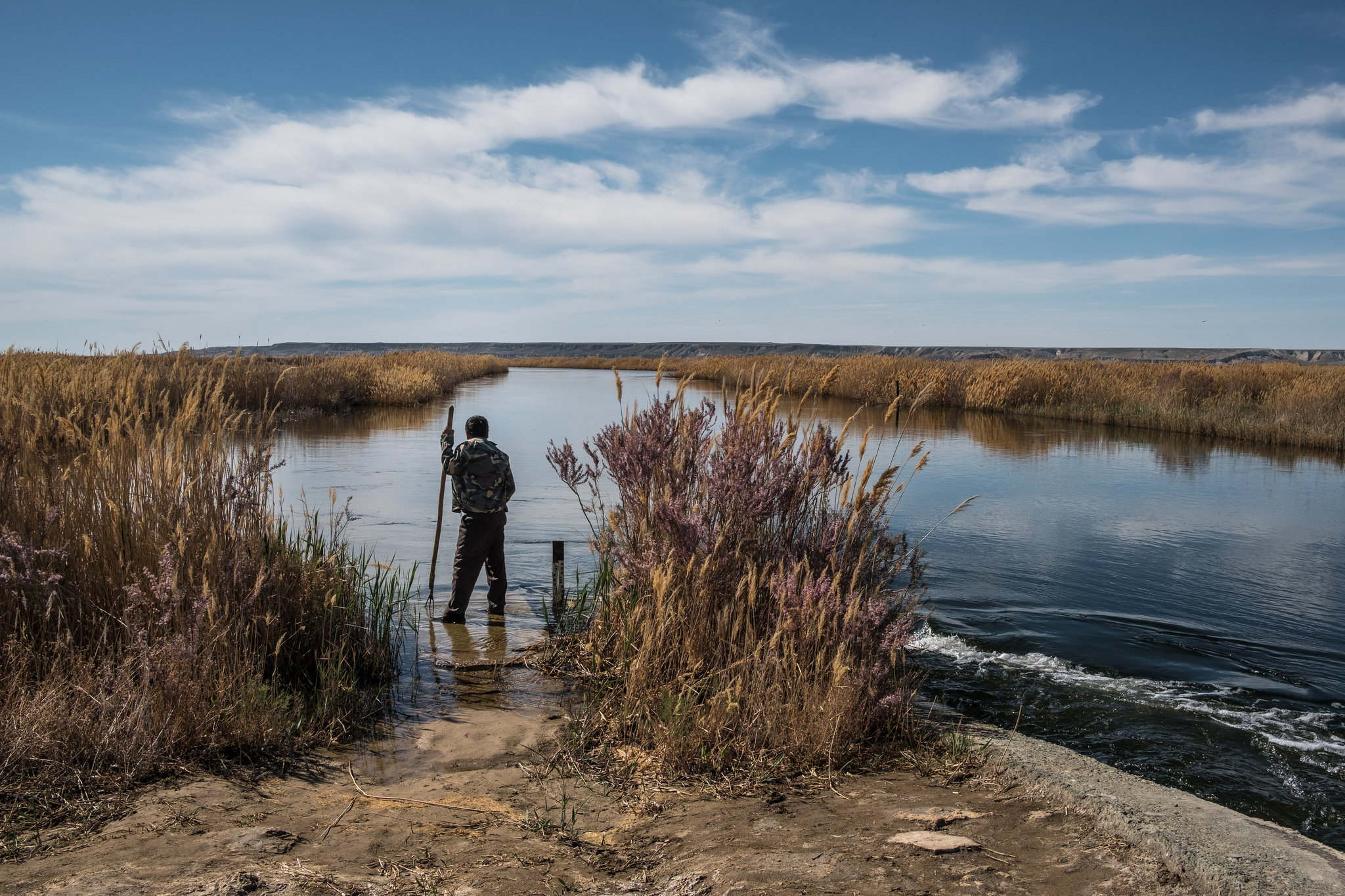 الصيد فى بحيرة سودوكي التى كانت جزءا من بحر ارال فى اوزبكستان