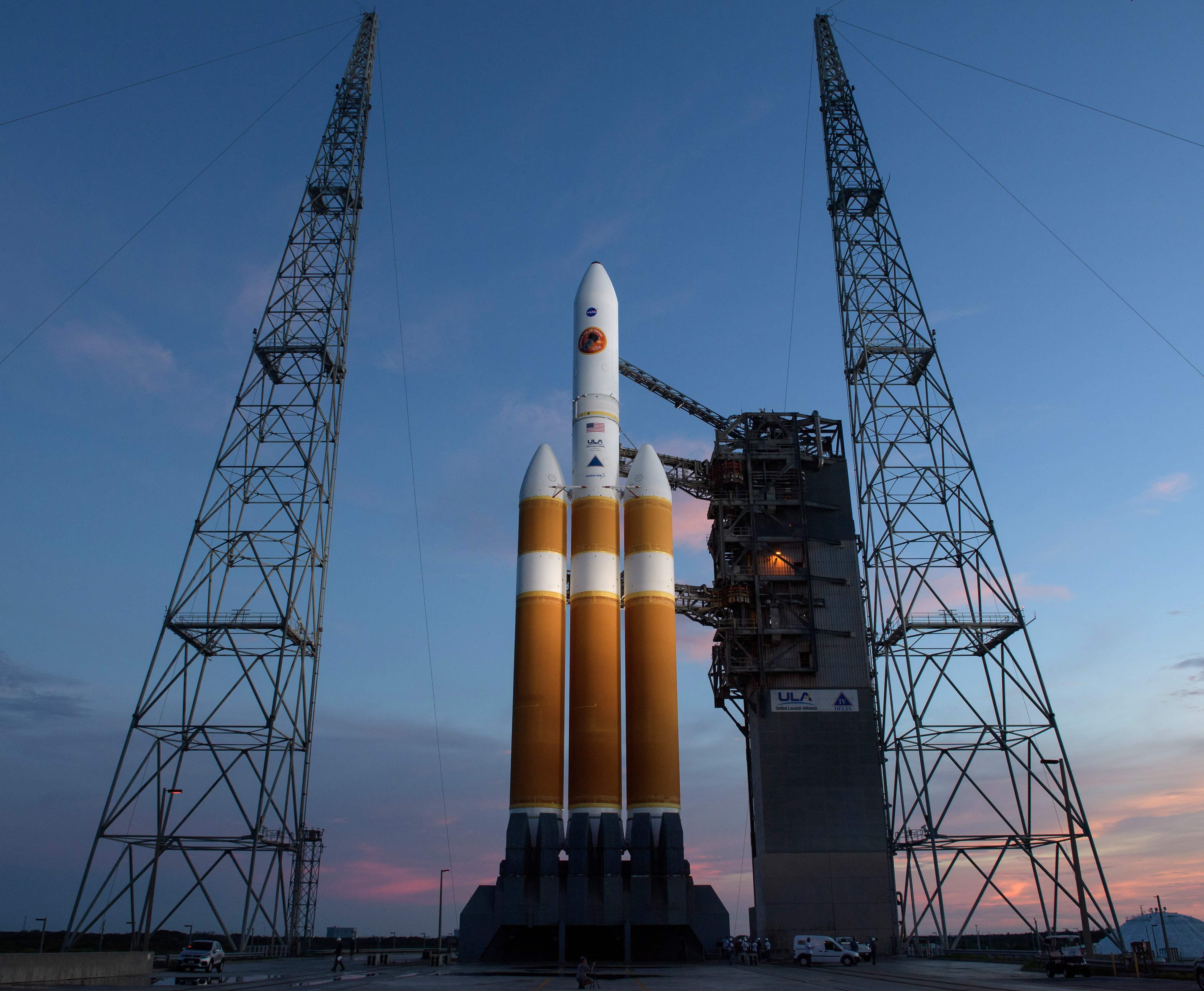 استعدادات ناسا لاطلاق الصاروخ