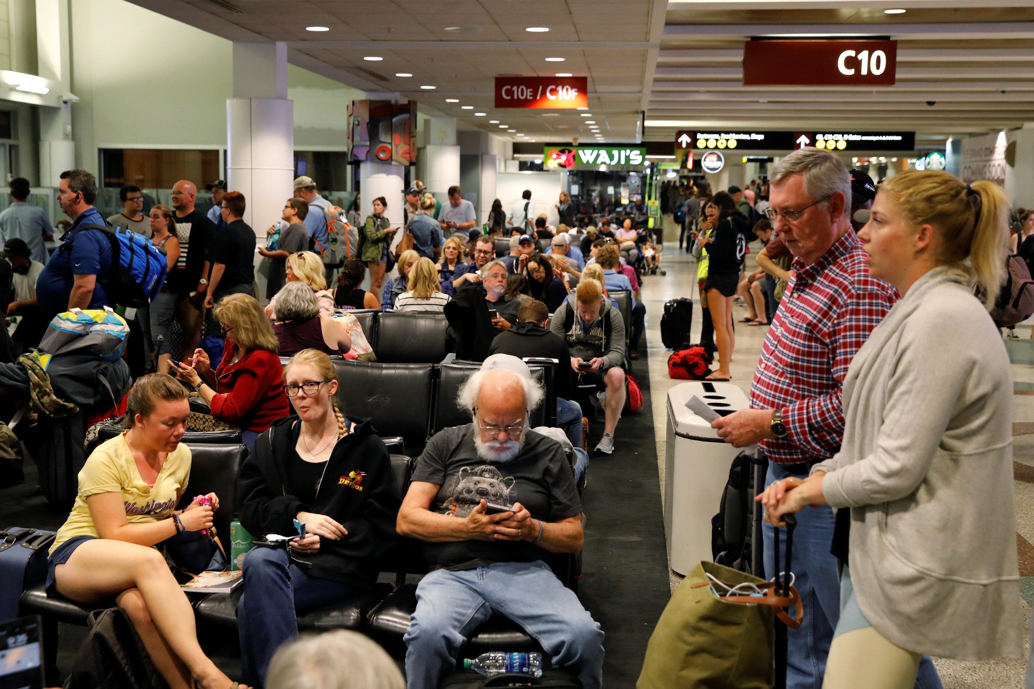 استئناف الرحلات فى مطار سياتل الدولى الأمريكى عقب تحطم طائرة ركاب
