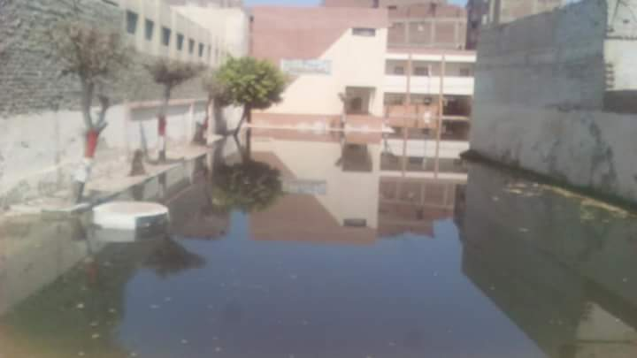مياه المجارى تغرق مدرسة عمرو بن العاص  (3)