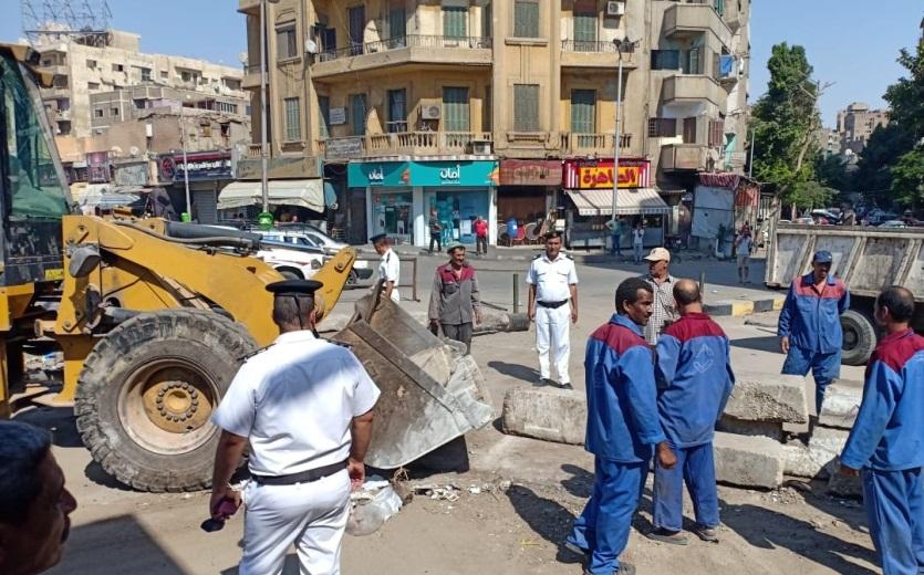 رفع الحواجز الخرسانية بمحيط قسم شرطة السيدة زينب لتحقيق السيولة المرورية (1)