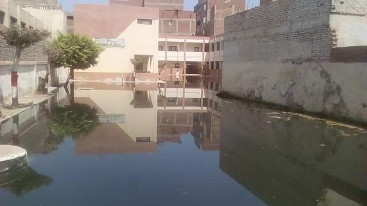 مياه المجارى تغرق مدرسة عمرو بن العاص  (1)