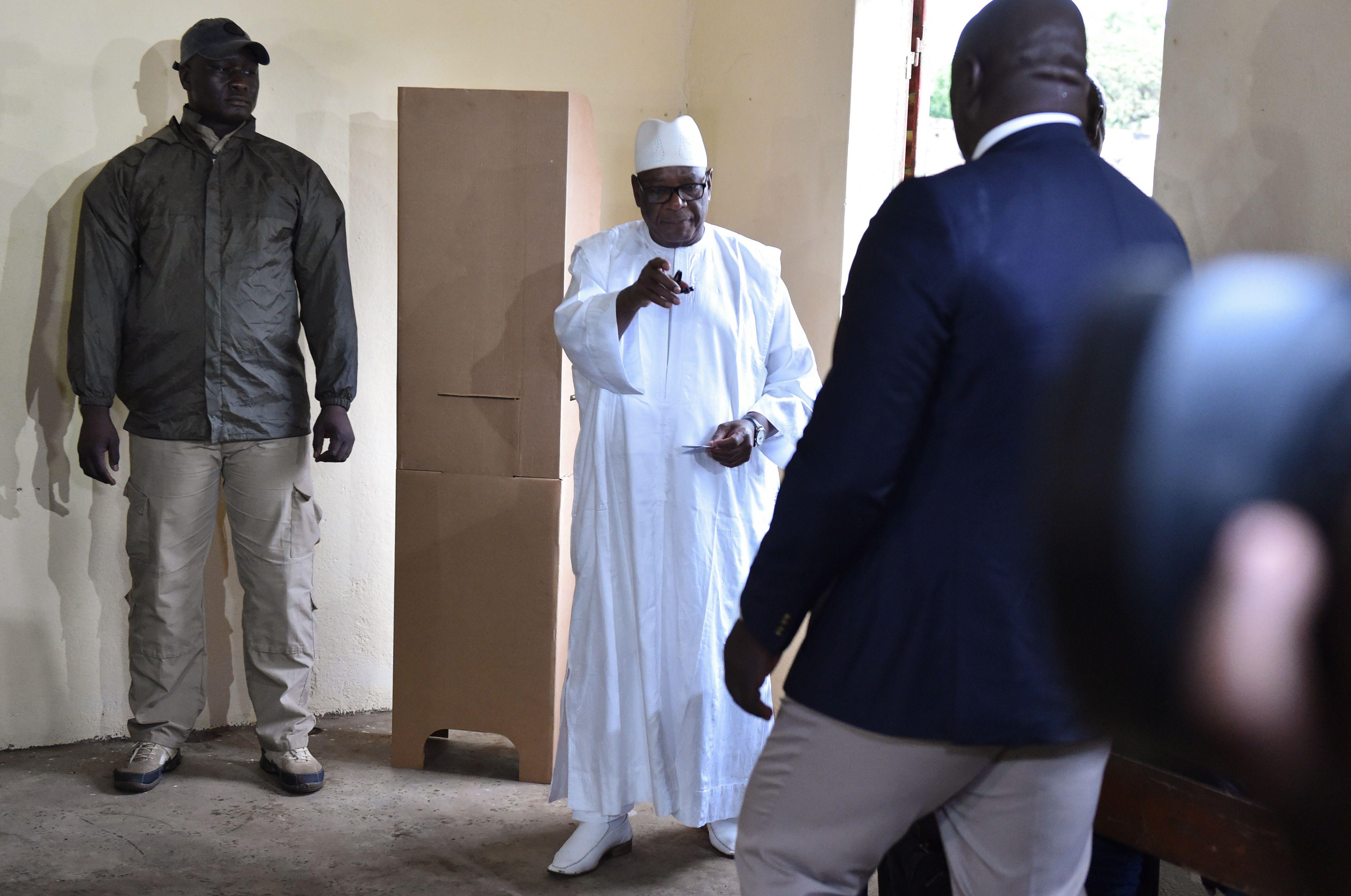 رئيس مالى يتوجه إلى مراكز الاقتراع