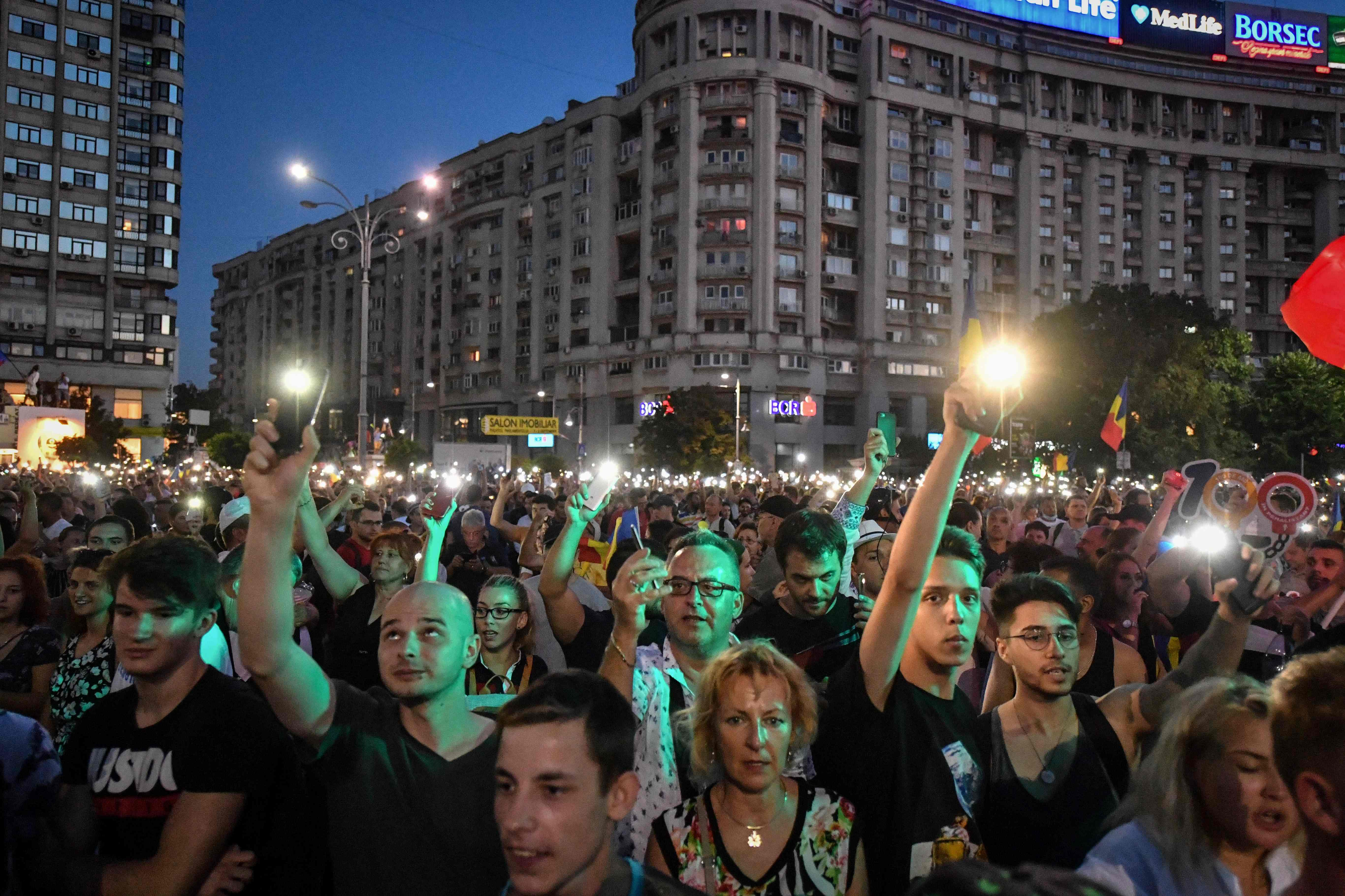 شباب رومانيا يحتجون ضد الفساد
