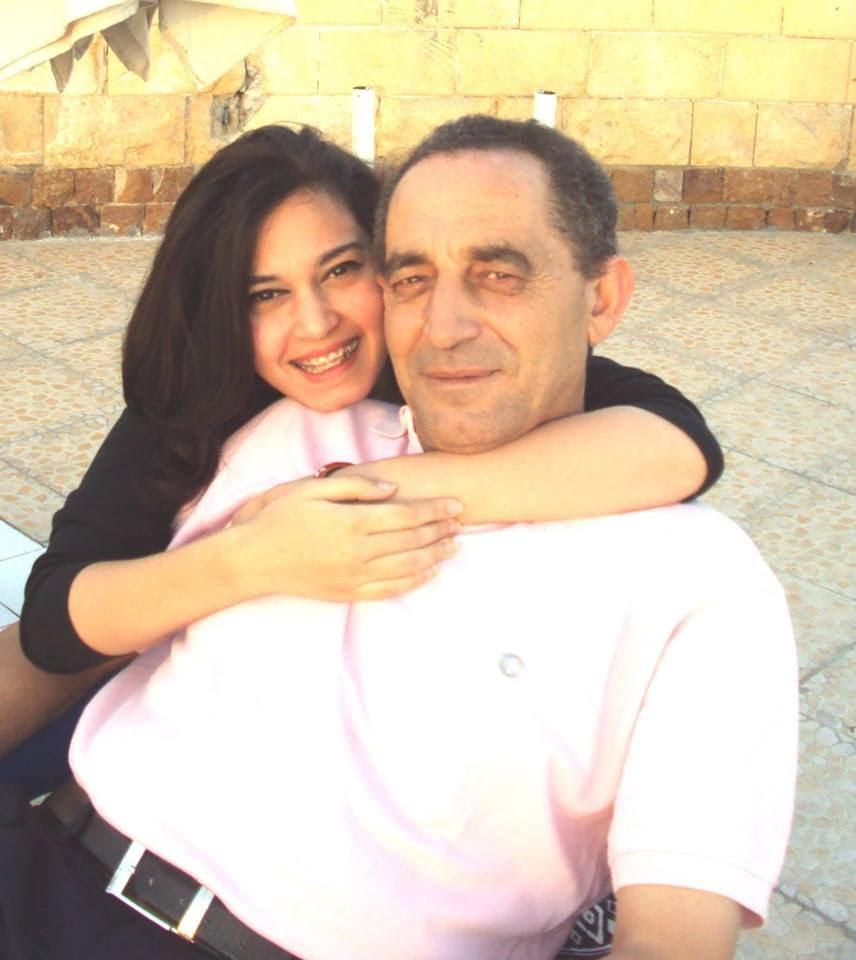 الشهيد مصطفى الخطيب مع ابنته