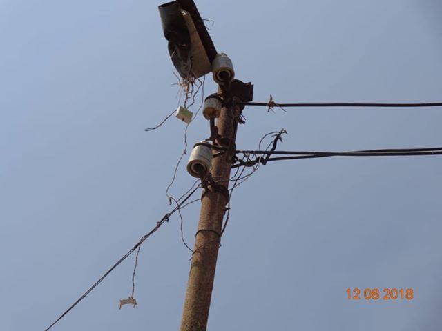 عمود كهرباء متهالك