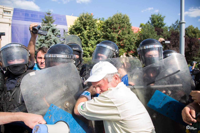جانب من تعامل شرطة رومانيا