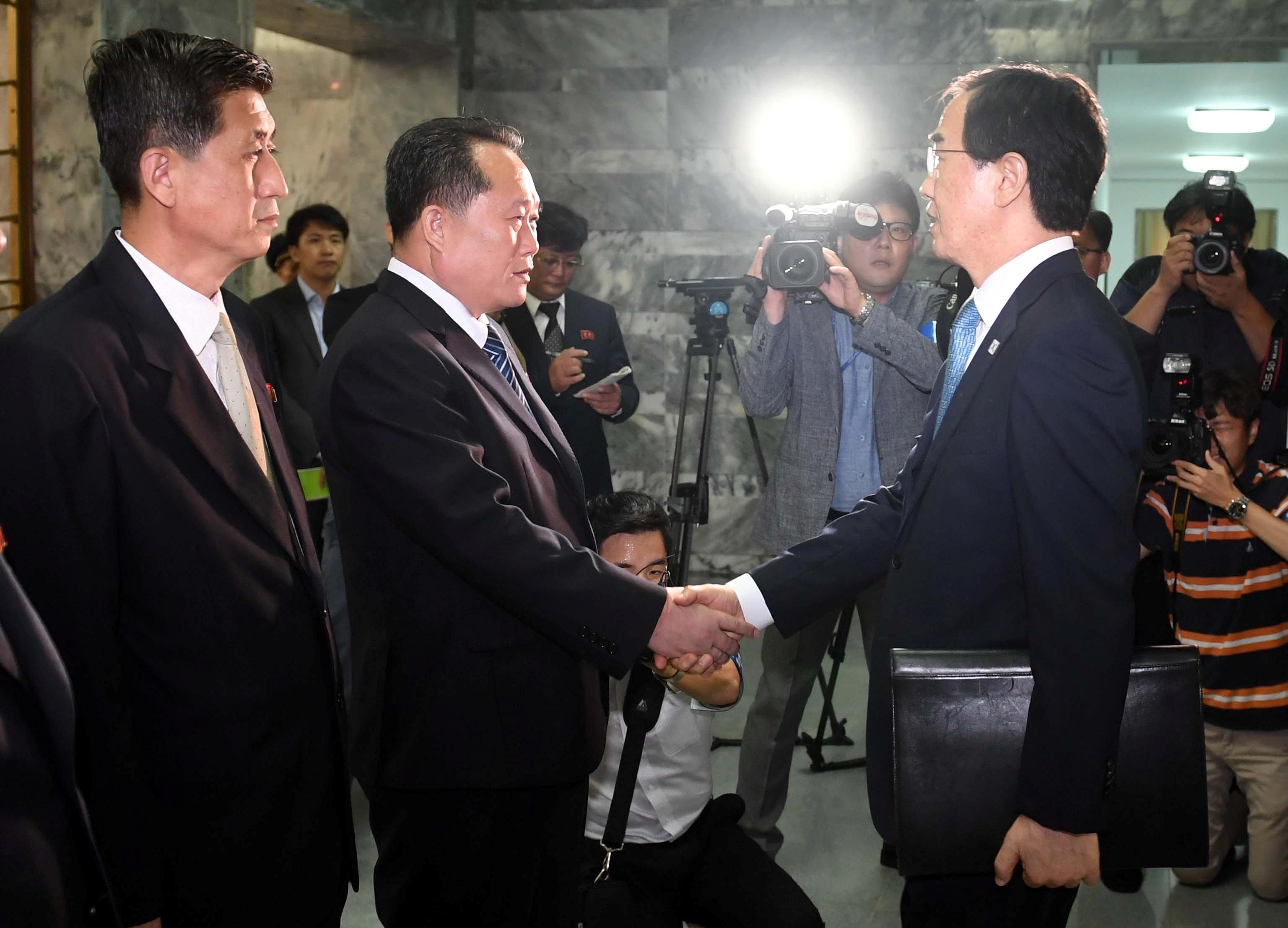جانب من المباحثات بين الكوريتين