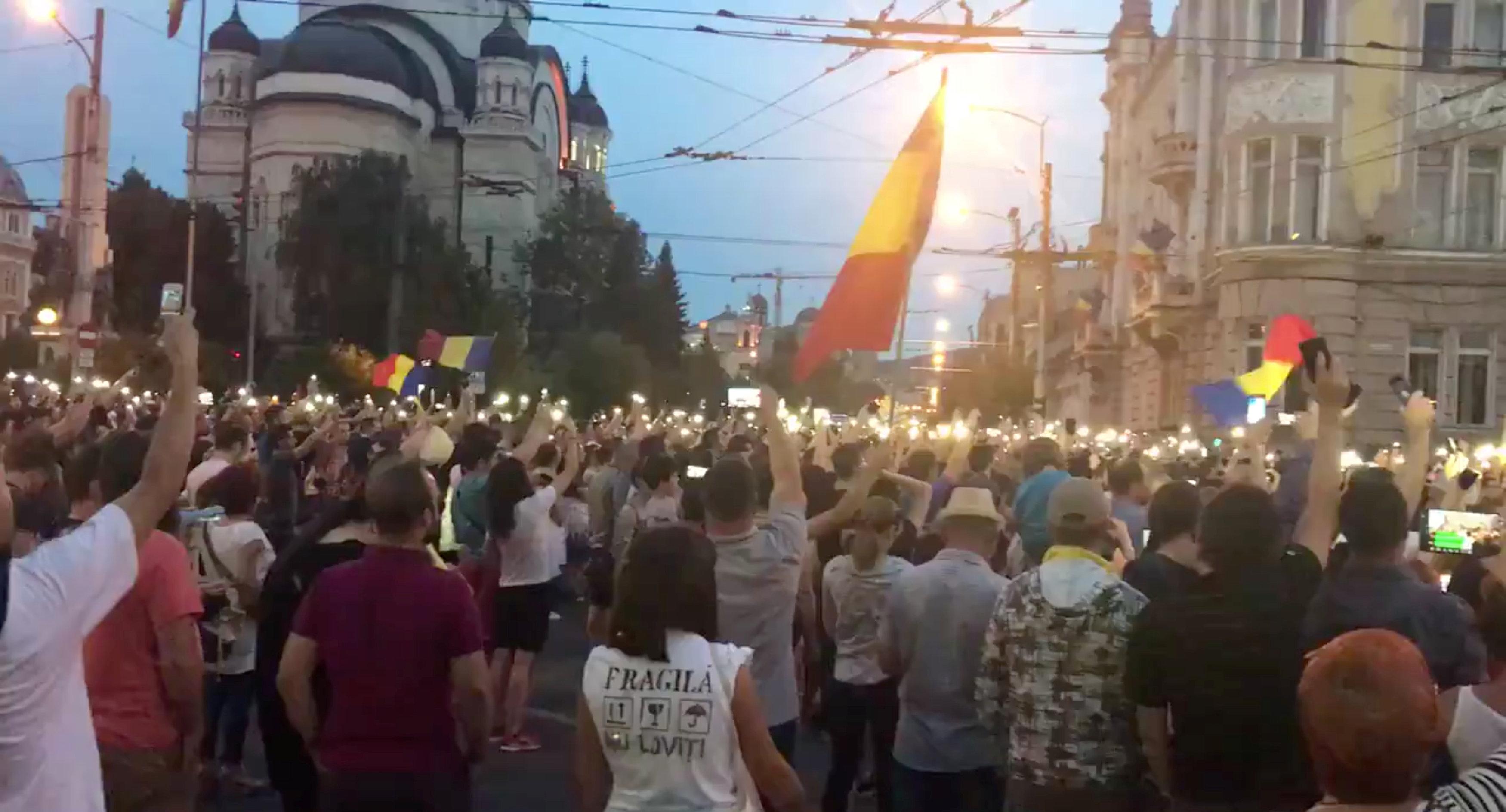 آلاف المتظاهرين