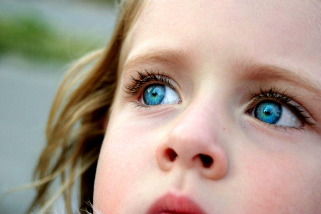 عيون الفتيات
