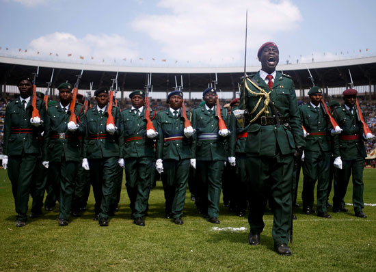 أعضاء فى مسابقات قوات الدفاع خلال احتفال يوم قوات الدفاع