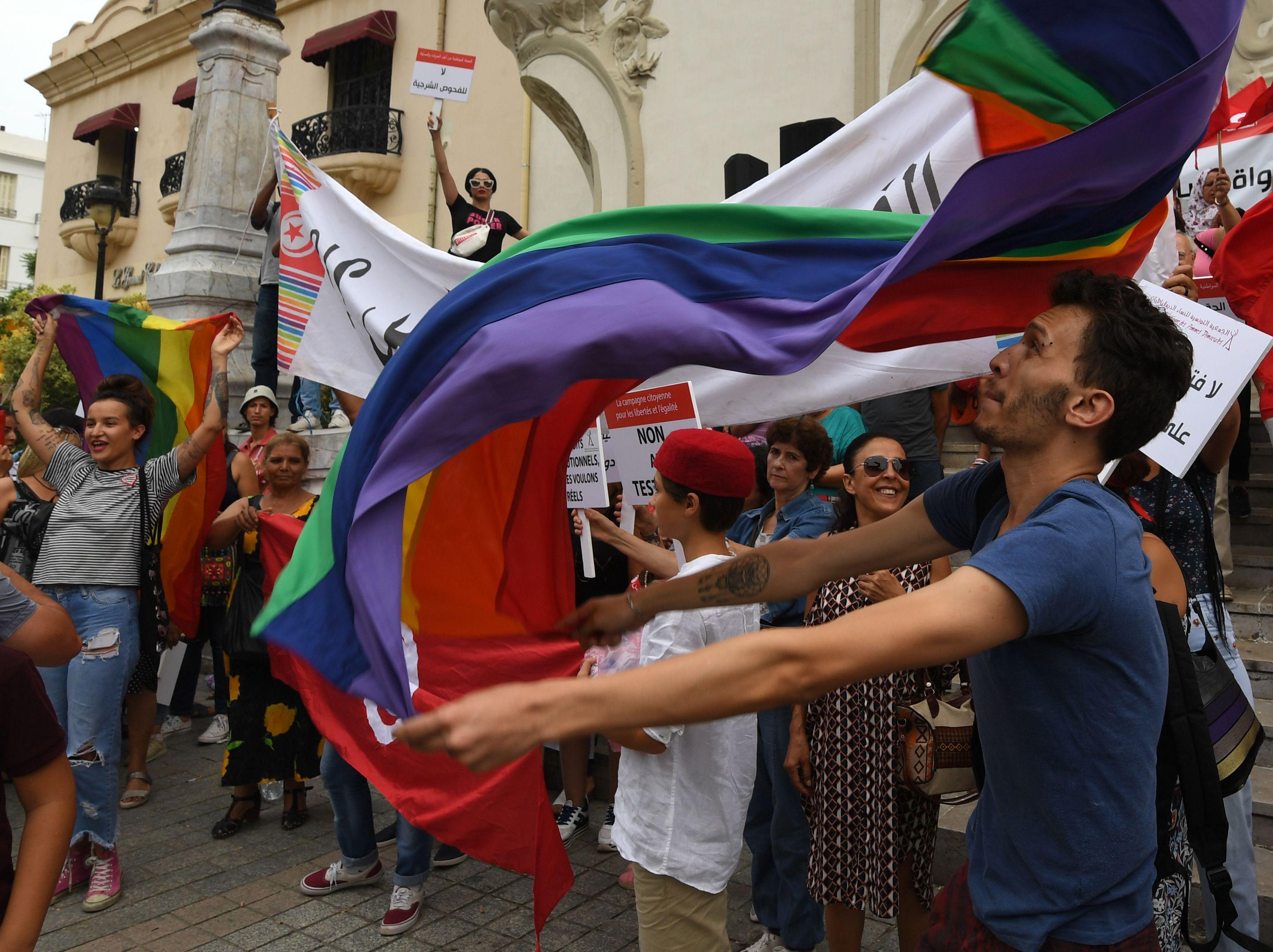 العلم التونسى خلال المظاهرات
