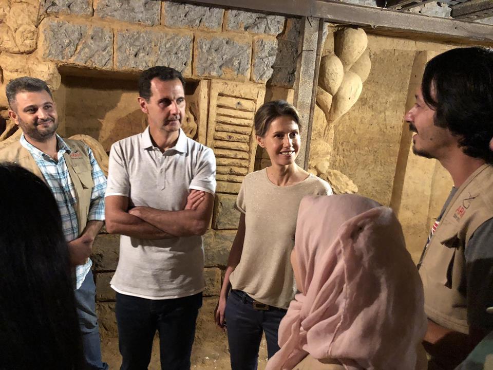 فنان سورى يتحدث مع الرئيس الأسد داخل النفق المحرر