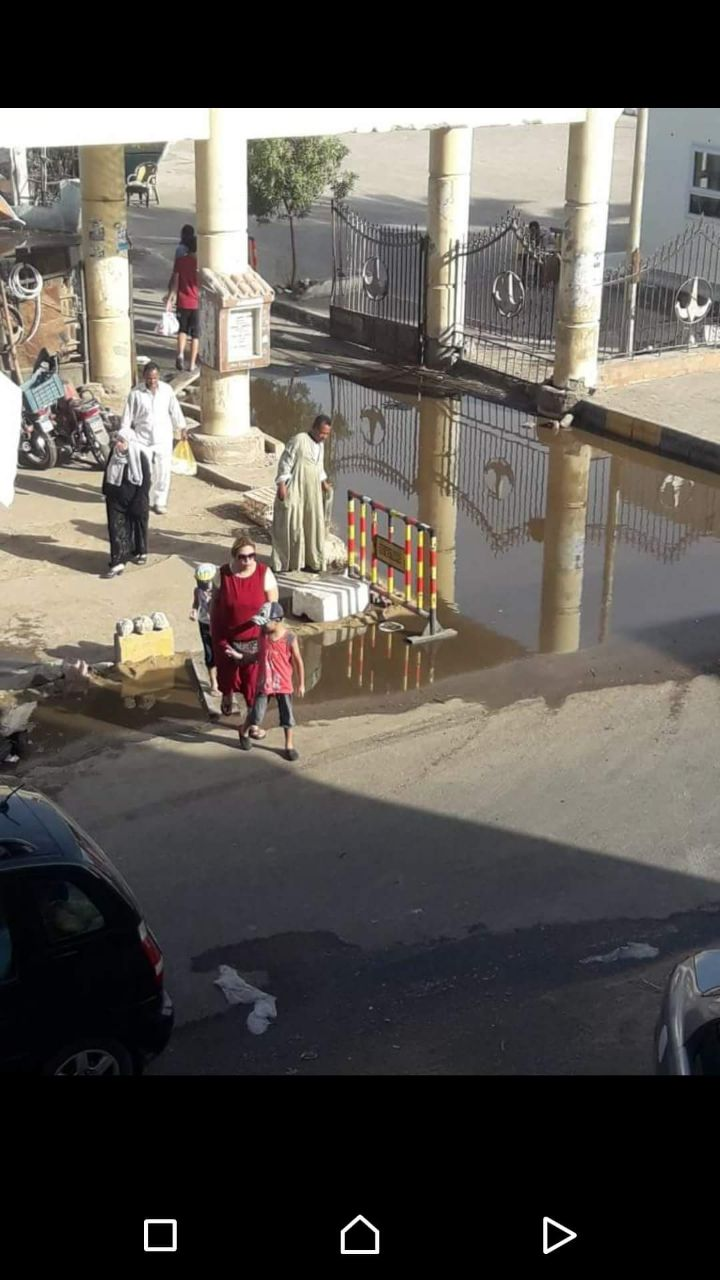 غرق شوارع الغردقة فى مياه الصرف الصحى (2)