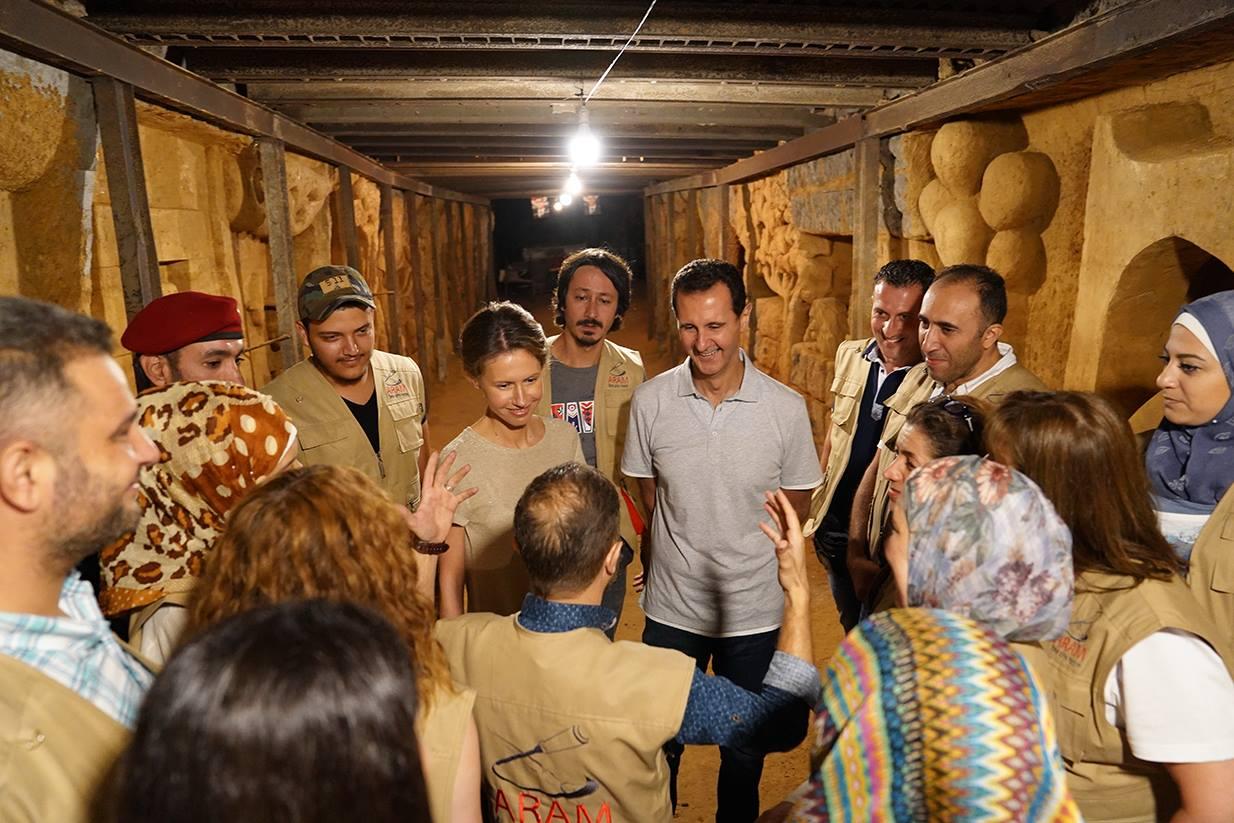 بشار الأسد يستمع لشرح داخل النفق