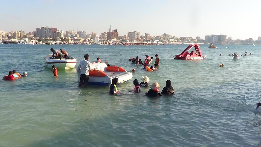 سباحة وركوب العوامات والبدالات والقوارب بمطروح
