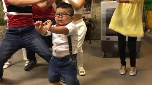 طفل 33