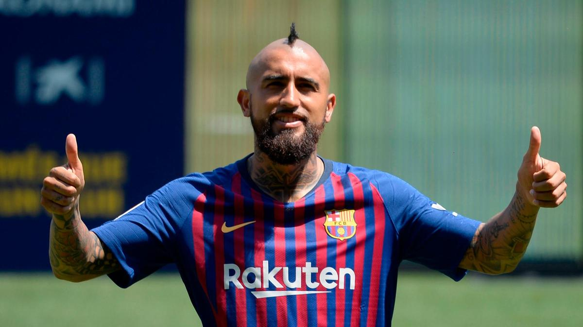 فيدال لاعب خط وسط برشلونة
