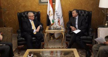 جانب من لقاء الدكتور هشام عرفات وزير النقل والسفير الإيطالى بالقاهرة، جيامباولو كانتينى