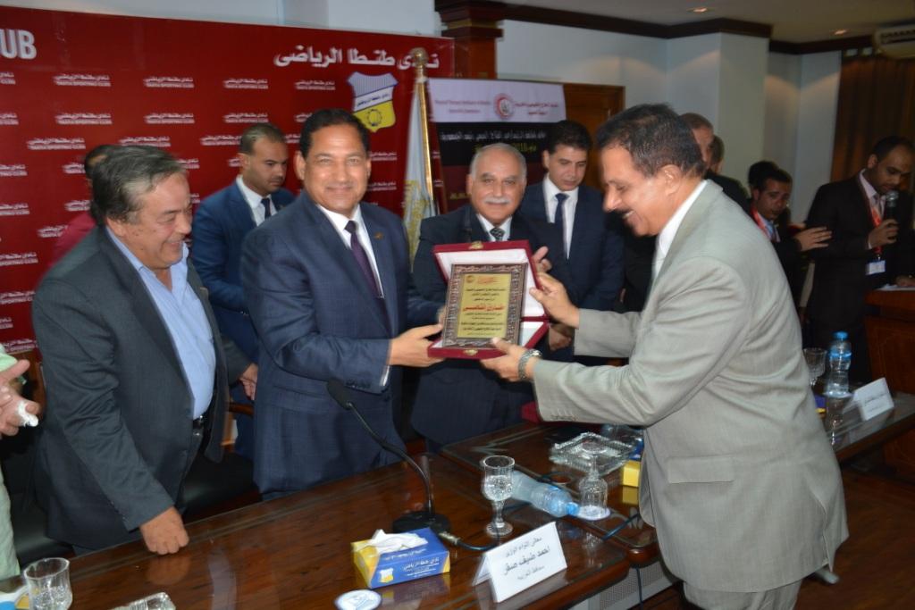 محافظ الغربية يشارك فى المؤتمر العلمى السنوى الثالث  (5)