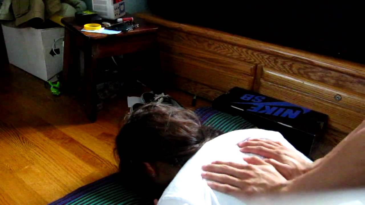 اضرار طقطقة الظهر بنفسك أنها قد تضر بالحبل الشوكى والأعصاب