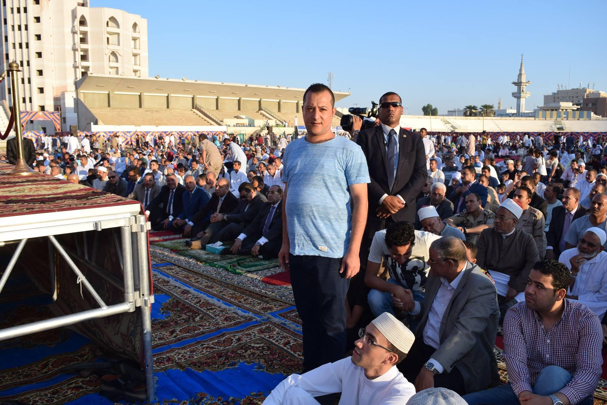 الشاب مينا خلال صلاة عيد الأضحى (1)