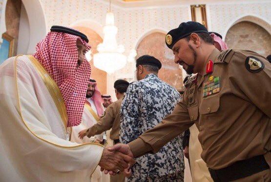 العاهل السعودى يستقبل القادة العسكريين