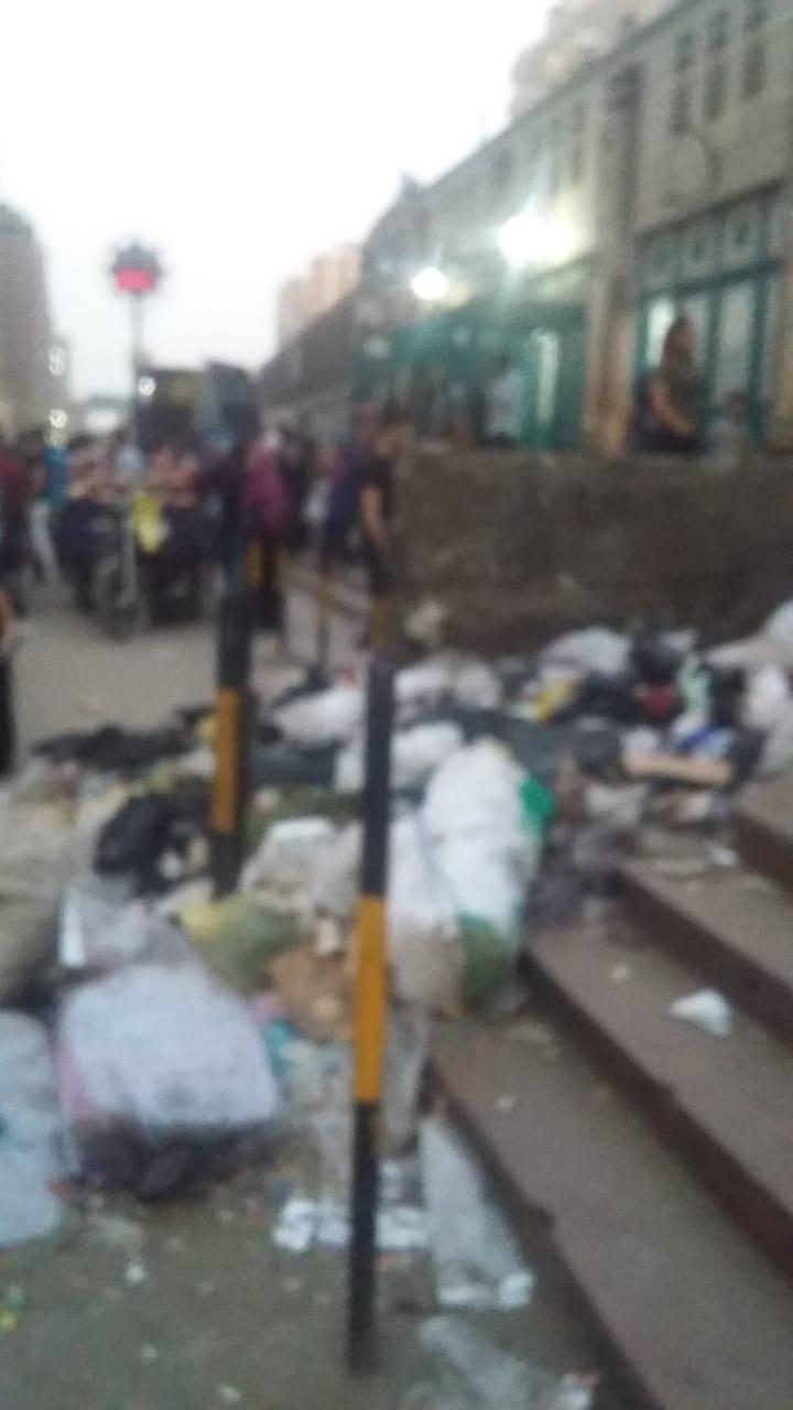 القمامة بمدخل محطة عزبة النخل