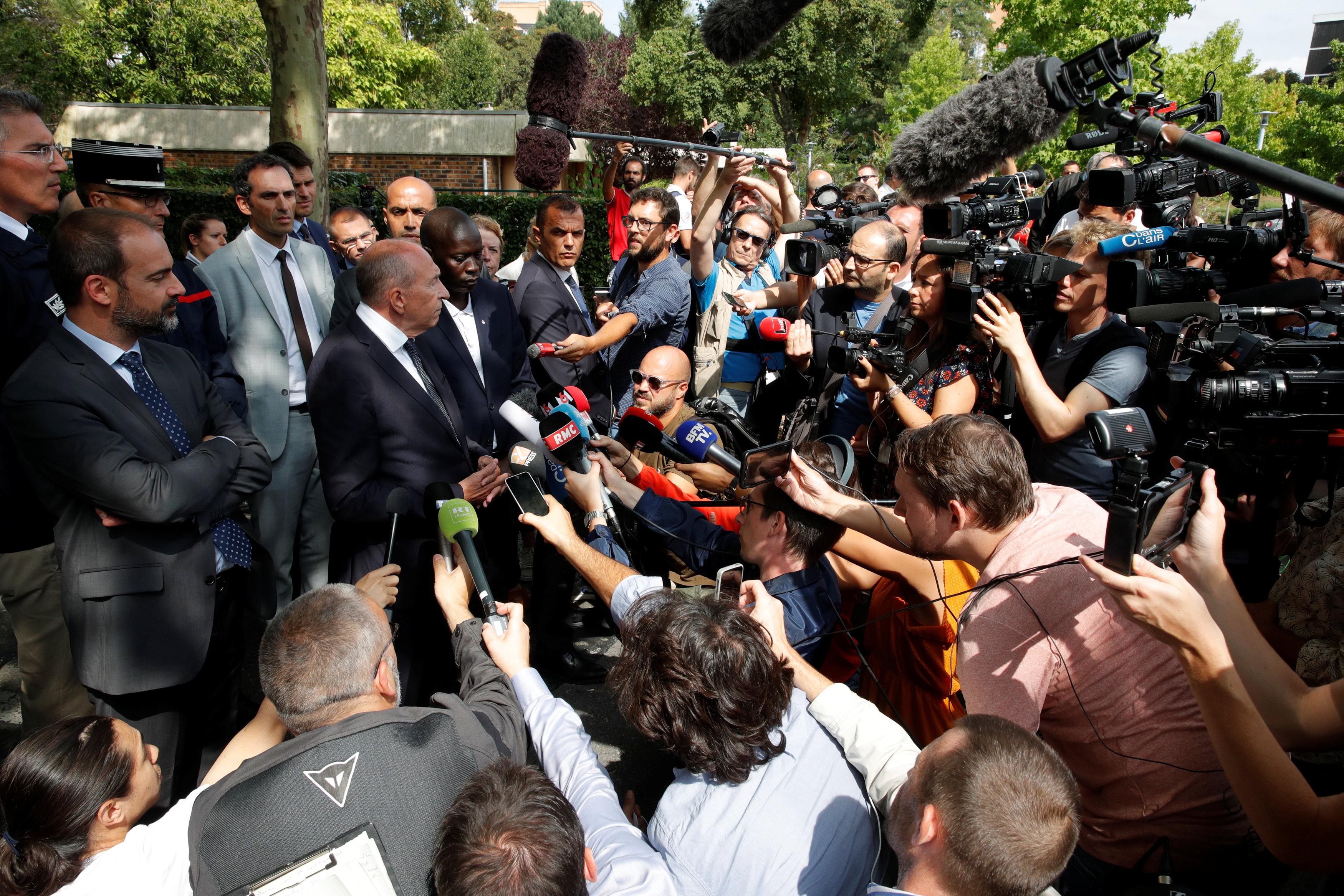 جيرارد كولومب يرد على اسئلة الصحفيين