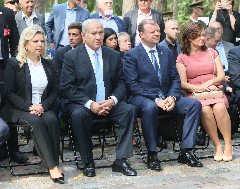 رئيس الوزراء الإسرائيلى وزوجته ونظيره الليتوانى وزوجته