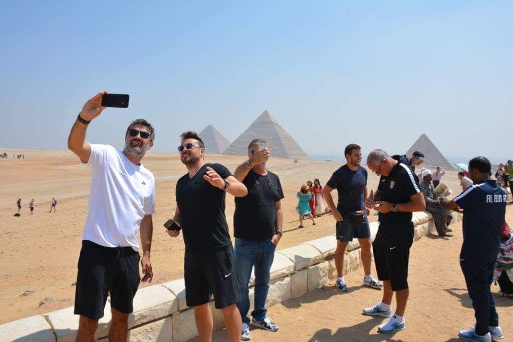 صور سيلفي لجهاز فريق العين الإماراتي