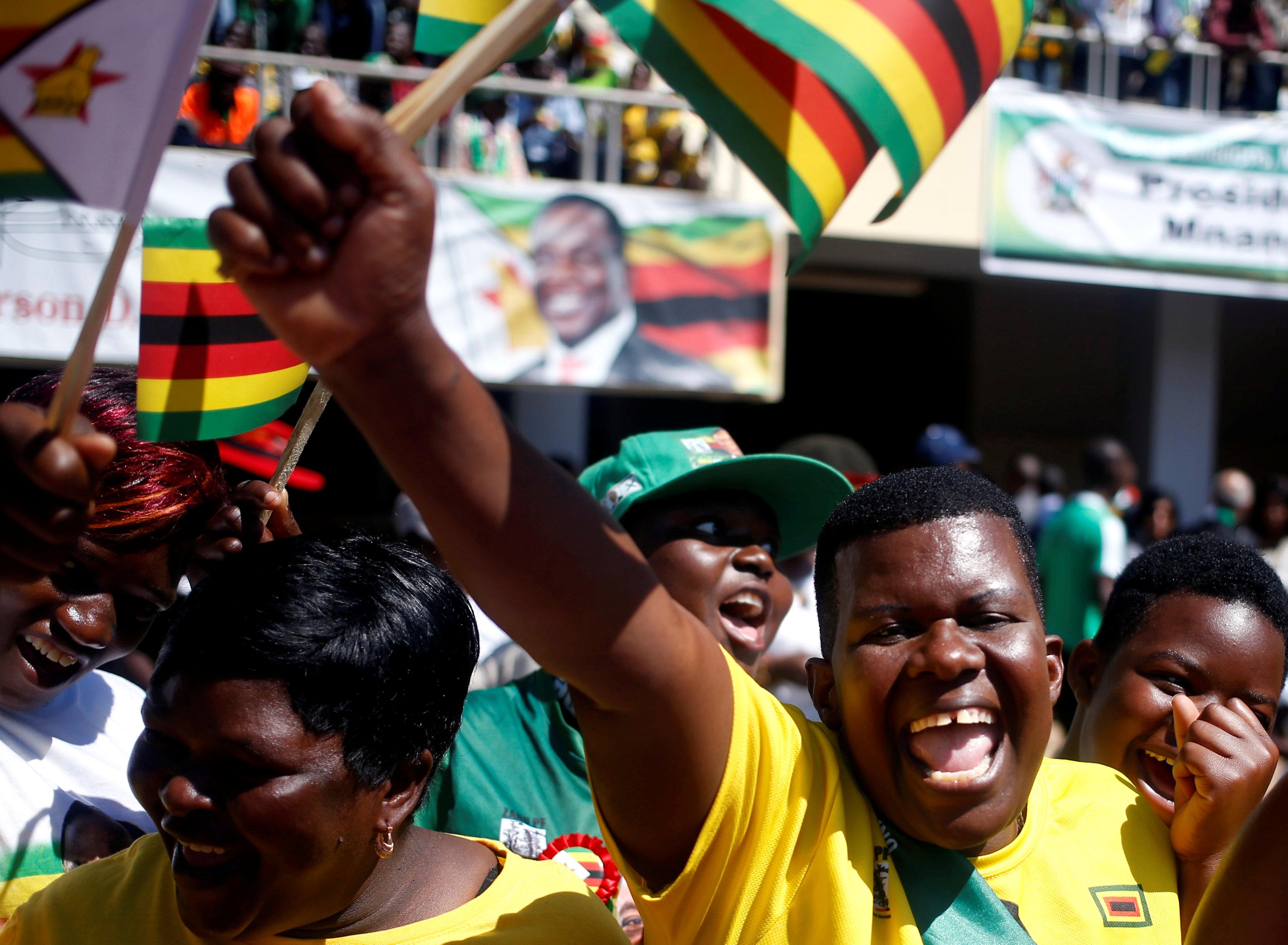الجماهير يحيون رئيس زيمبابوى
