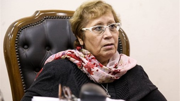 الدكتورة ليلى عبد المجيد عميد كلية الإعلام بجامعة القاهرة السابقة