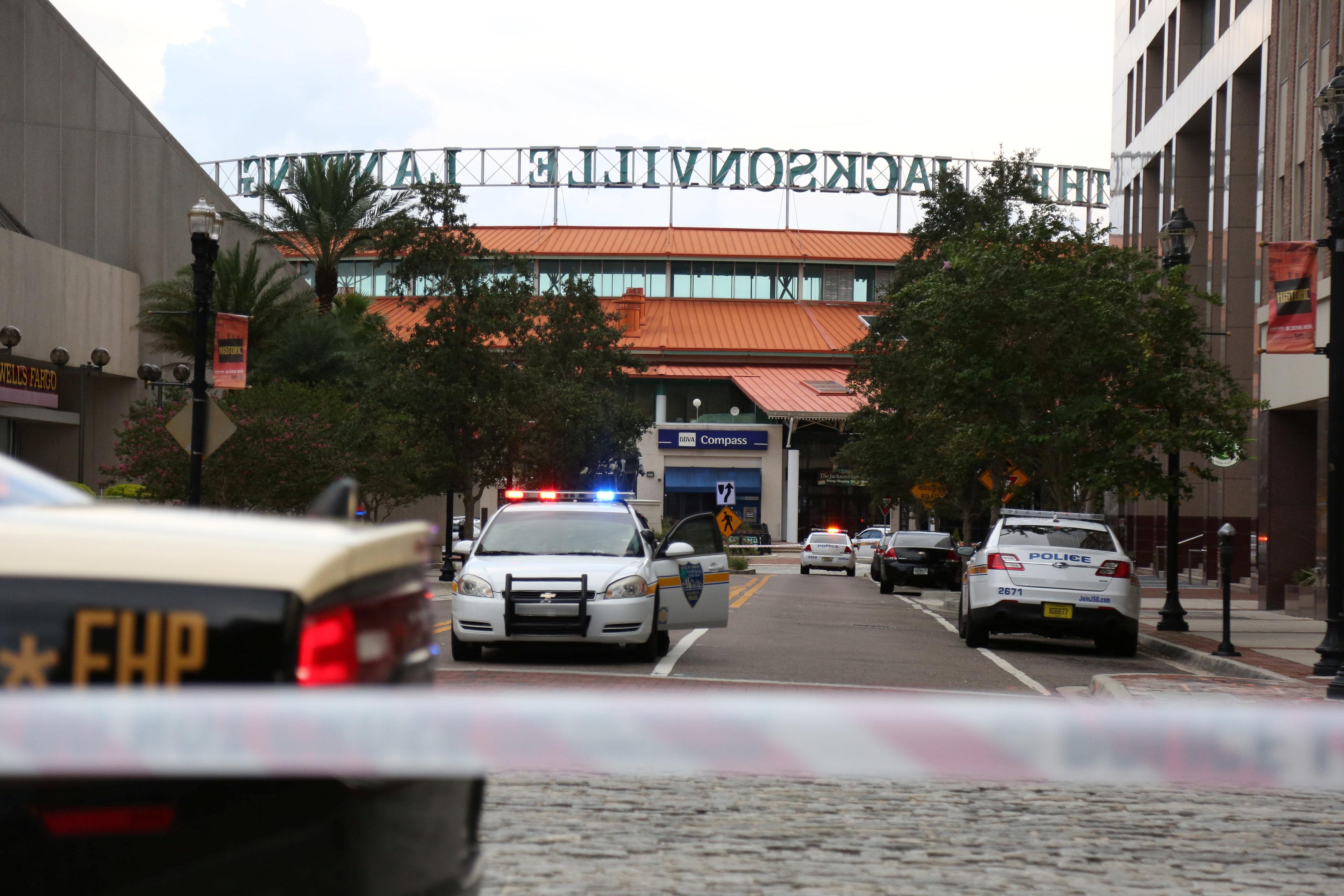الشرطة الأمريكية تنتشر بمحيط الحادث