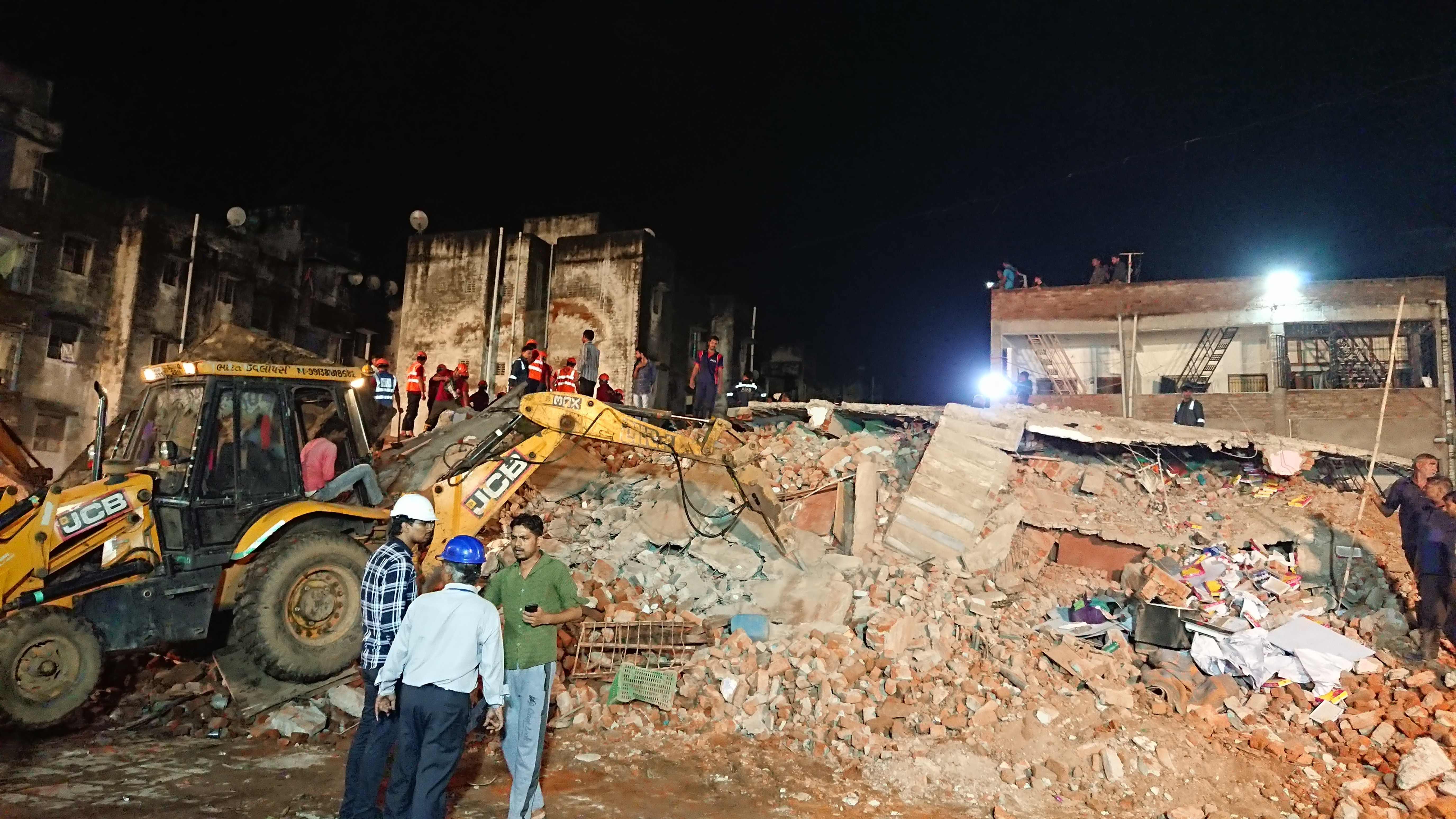 انهيار مبنى سكنى فى الهند