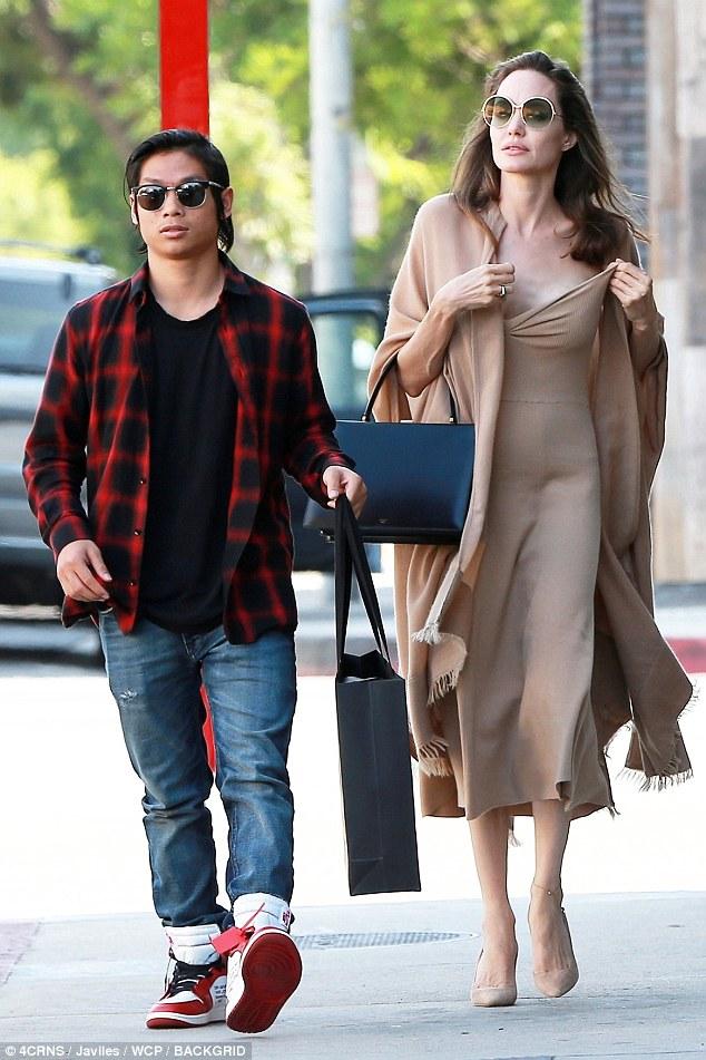 انجلينا و ابنها  (2)