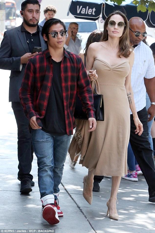 انجلينا و ابنها  (4)