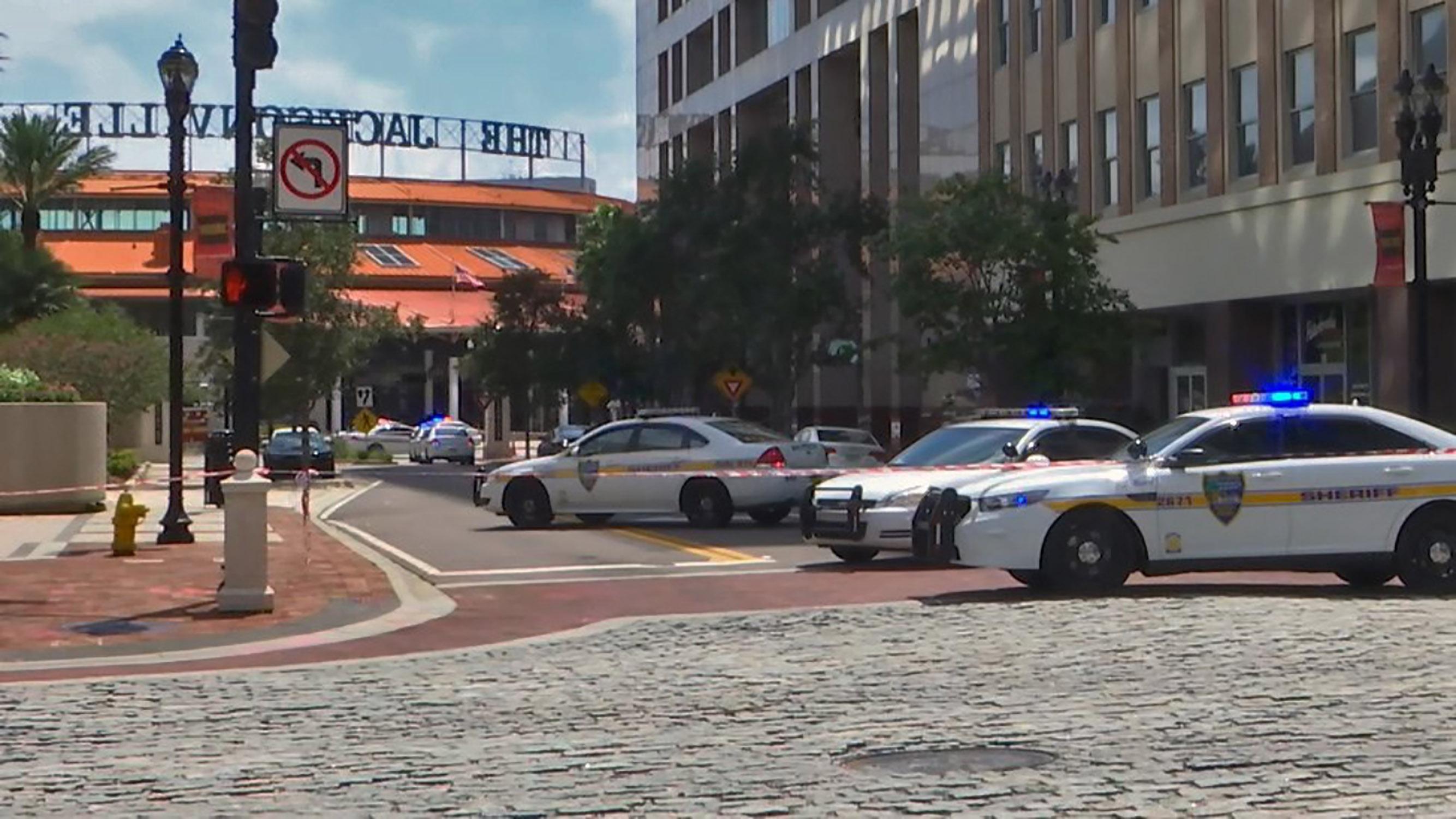 الشرطة الأمريكية بموقع الحادث