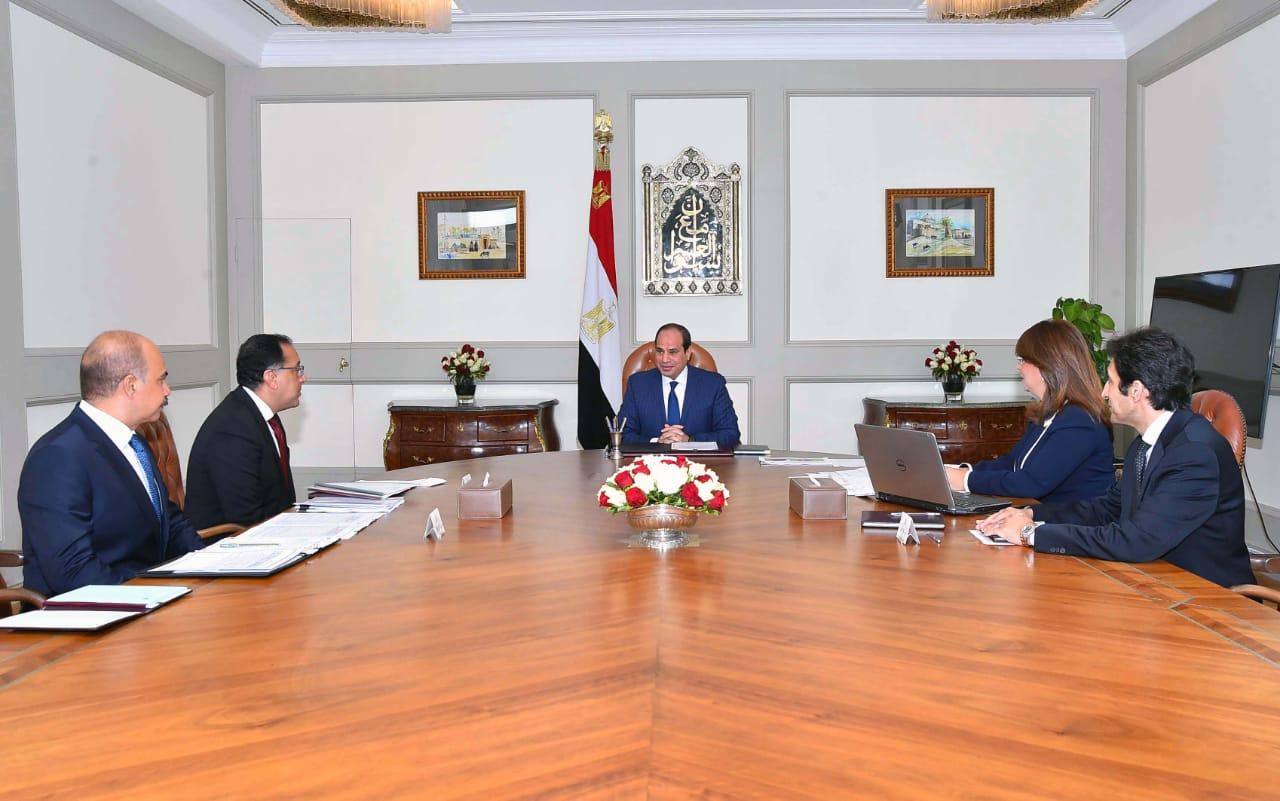 الرئيس يلتقى غادة والى بحضور رئيس الوزراء
