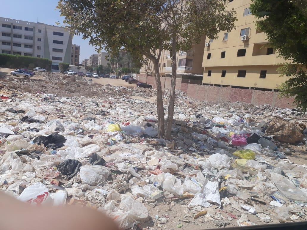 انتشار القمامة فى حدائق الاهرام  (2)