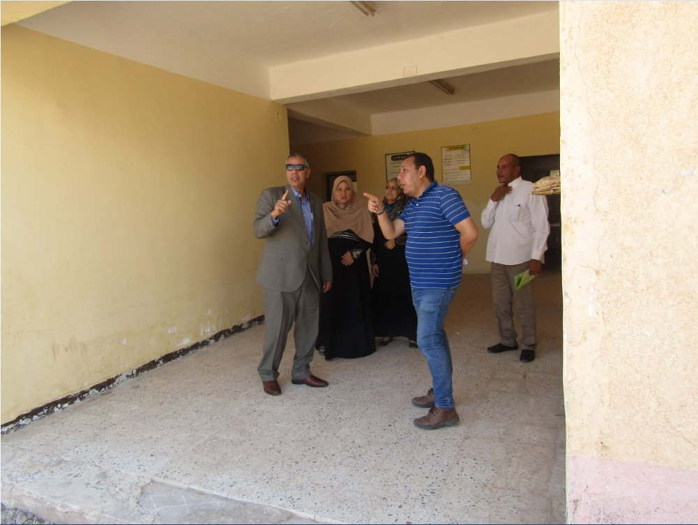 رئيس المدينة مع مدير الإدارة التعليمة بأبورديس