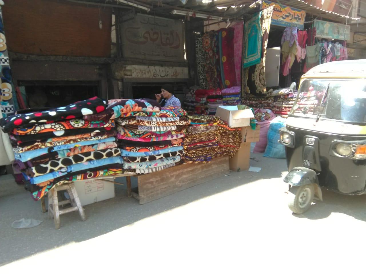 46c5d48a6b1a1 صور.. سوق الثلاثاء بالمحلة قبلة الغنى والفقير لشراء مستلزمات البيت ...