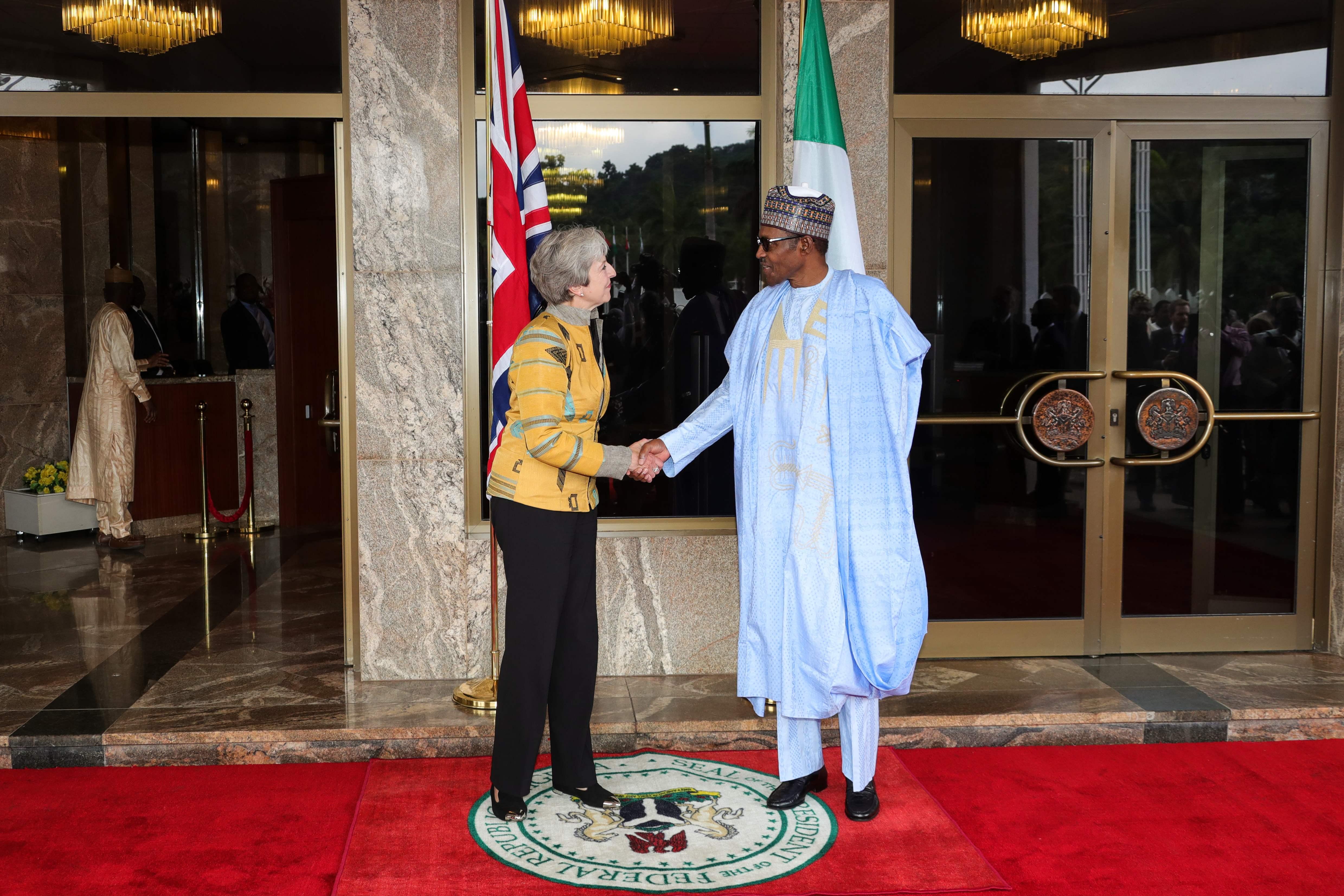 الرئيس النيجيرى محمد بخارى وتريزا ماى