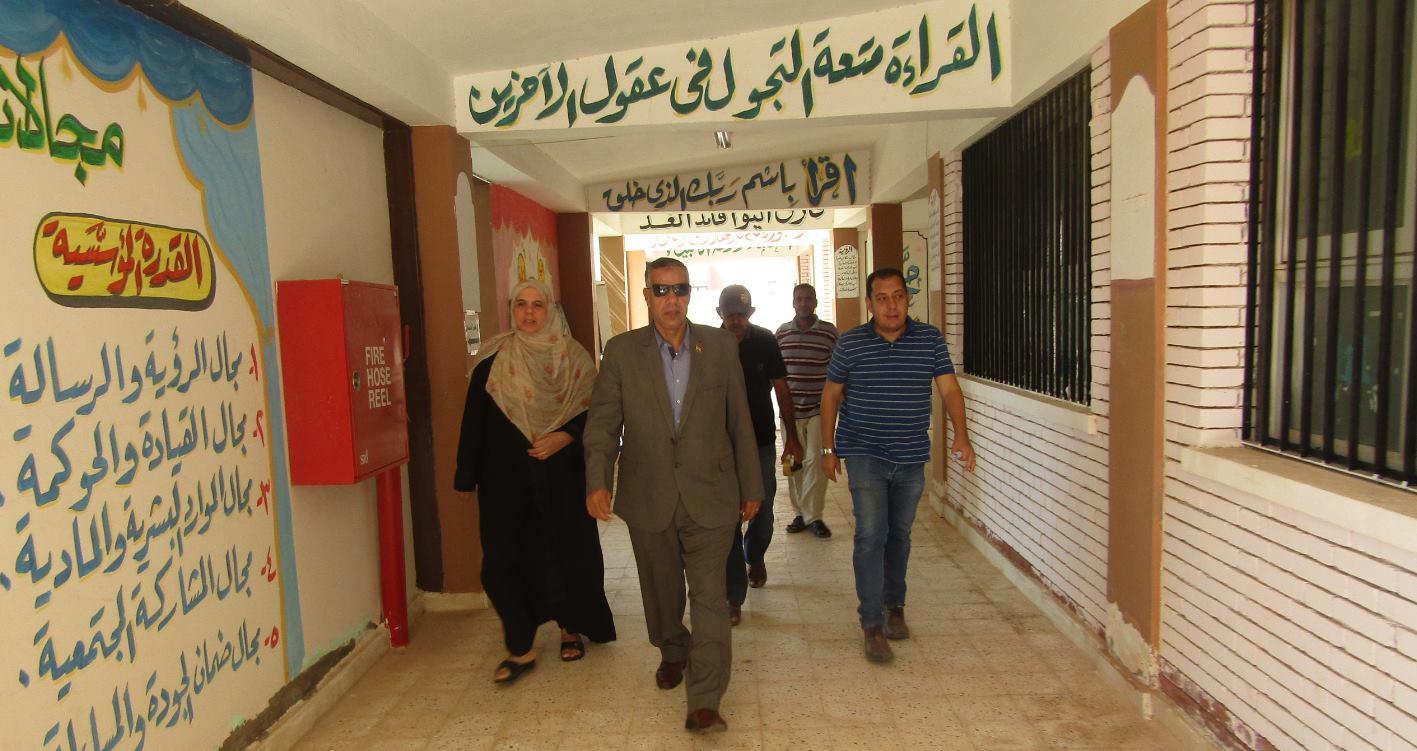 رئيس المدينة دخل إحدى المدارس