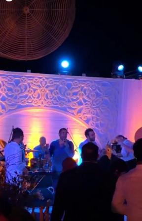 عمرو دياب ومحمد إمام خلال حفل الزفاف