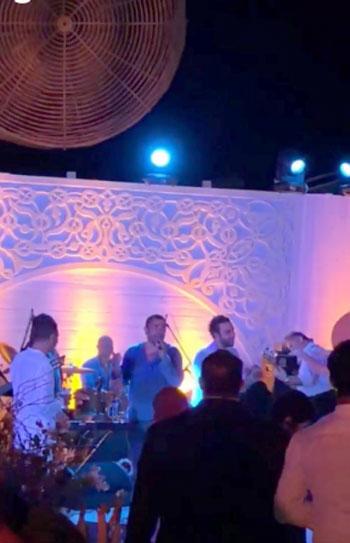عمرو-دياب-ومحمد-إمام-خلال-حفل-الزفاف