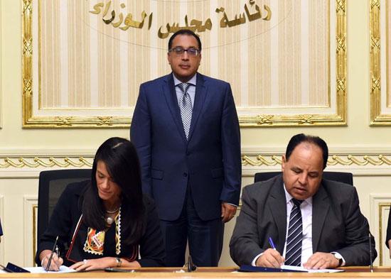 رانيا-المشاط-ومحمد-معيط-ورئيس-الوزراء-(3)