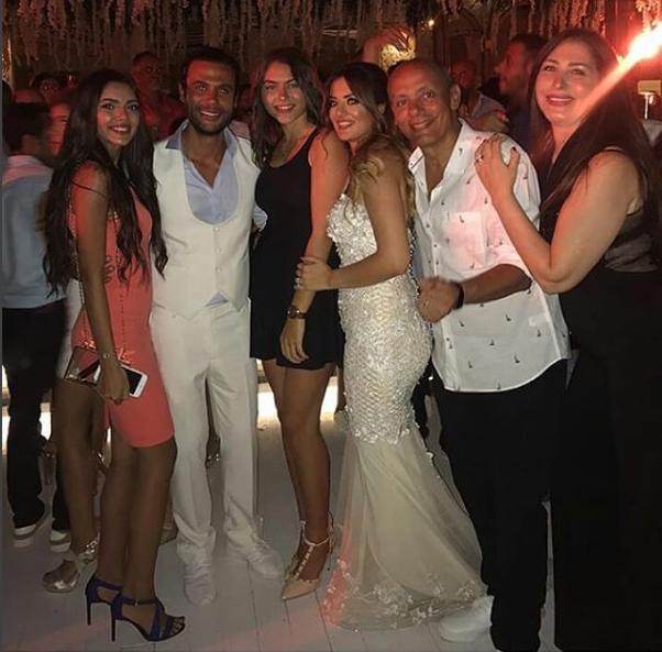 محمد إمام وعروسه مع الحضور