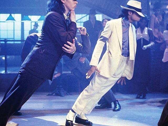 مايكل جاكسون أثناء رقصته الشهيرة